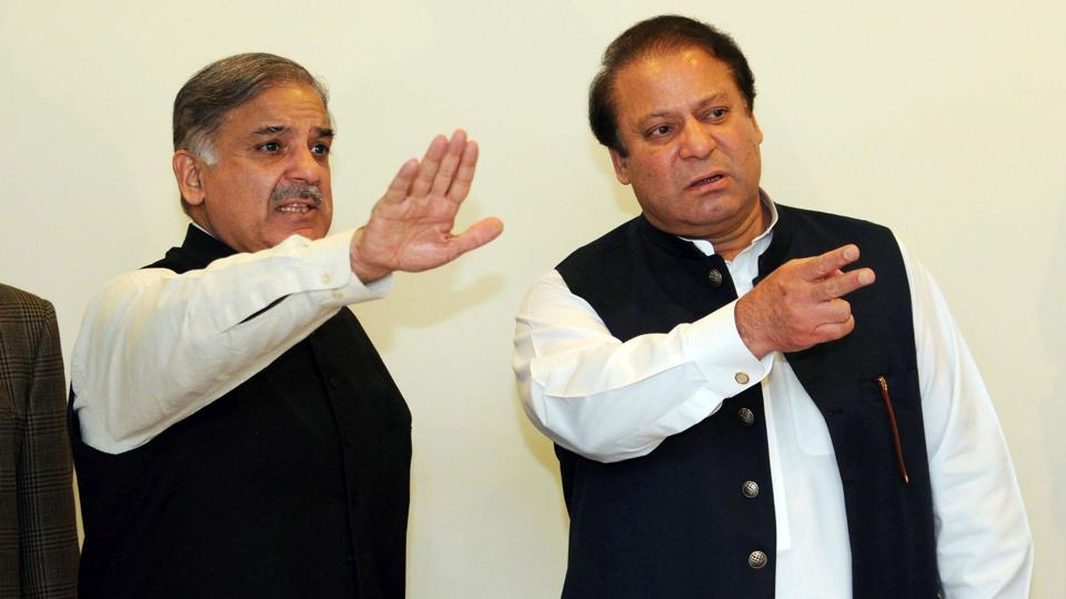 (FILES) This file photo taken on February 25, 2009 shows former Pakistani prime minister Nawaz Sharif (R) arriving with his brother Shahbaz Sharif for a press conference in Lahore.