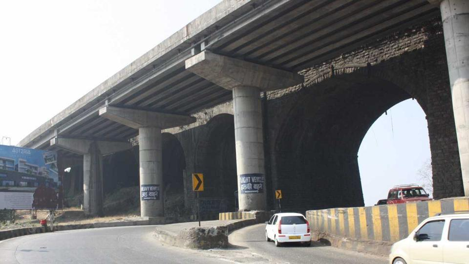 This bridge became famous as the 'Amrutanjan' bridge, thanks to a giant outdoor advertisement of the popular headache-relief balm Amrutanjan, which was put up on the facade of the bridge.