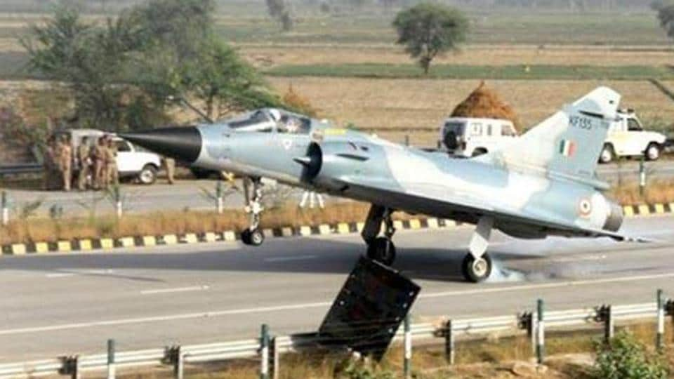 Indian Air Force,Air Force,Lucknow-Agra Expressway