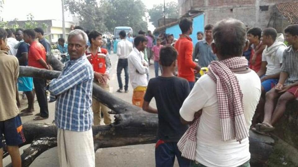 People block the Jamalpur-Dasrathpur road after four women were run over by a train in Munger district of Bihar on Monday. (HT photo)