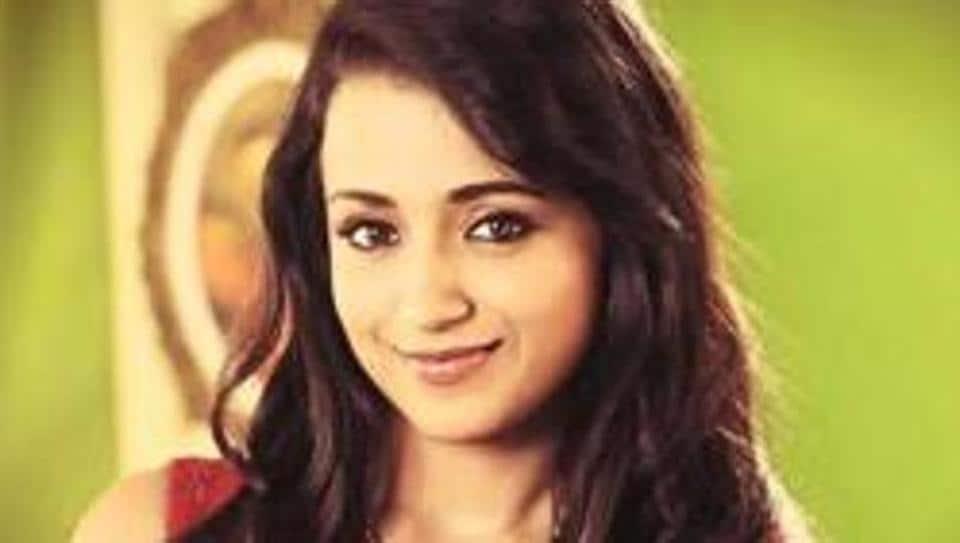 Trisha Krishnan played Vikram's wife in the original Saamy.