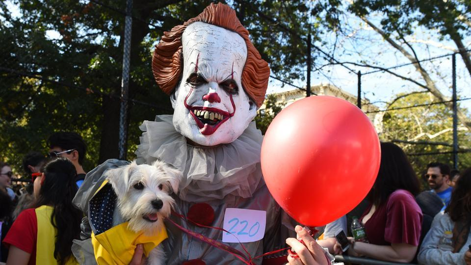 Fear...never heard the word! Causally hanging out with Pennywise the clown is clearly no biggie for this canine. (Timothy A. Clary / AFP)
