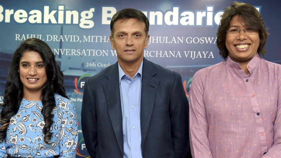Rahul Dravid (C) believes that ICCneed to prepare good pitches in order to bring balance to cricket.