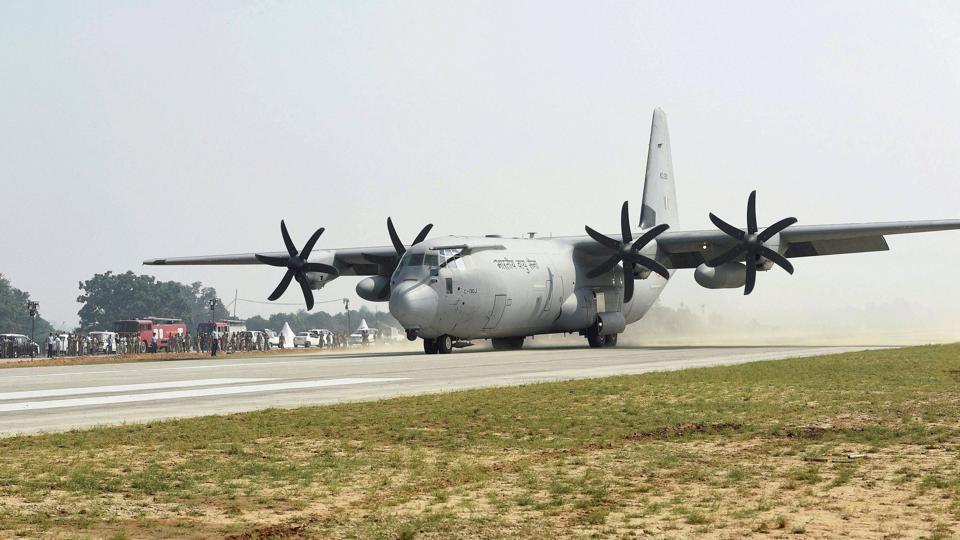 An Indian Air Force C-130 Hercules transport aircraft, lands on the Lucknow-Agra Expressway during the IAF drill in Bangarmau, Unnao district. The aircraft was trailed by Garud commandos and their vehicles who disembarked from the aircraft, taking position on either side of the 'air strip' to cordon it off for fighter operations. (Nand Kumar / PTI)