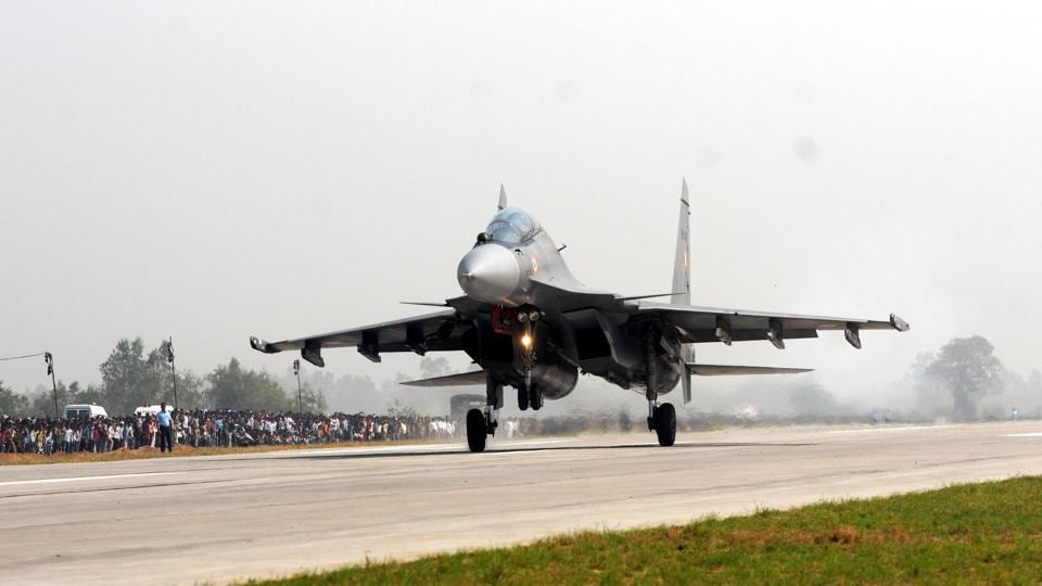 A Sukhoi 30 MKI touches down on the Lucknow-Agra Expressway in Bangarmau. The IAF had earlier landed a Mirage 2000 fighter on the Yamuna Expressway in 2015. The air force has cleared 12 National Highways as emergency landing airstrips that will enable rescue operation teams to reach affected areas easily, an official responsible for executing the project told IANS. (Subhankar Chakraborty/HT PHOTO)