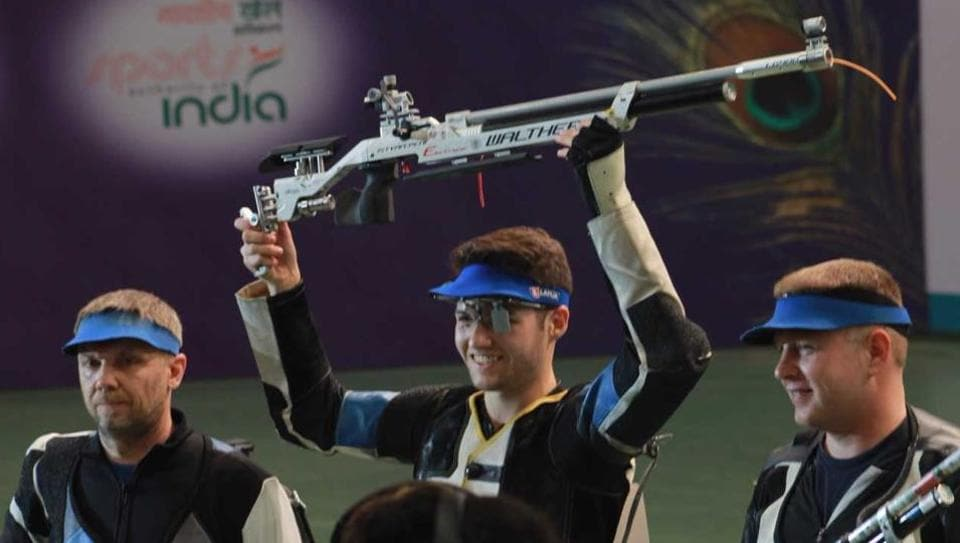 Hungary's Istvan Peni (centre) won the gold medal in the final of men's 10m air rifle on the second day of the ISSF World Cup Final.