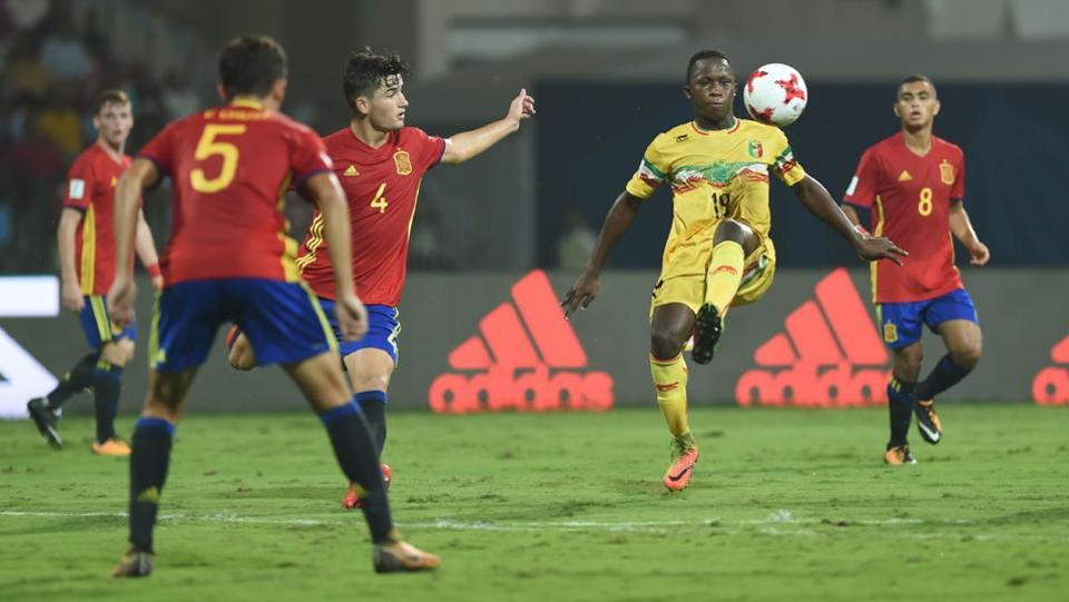 Lassana Ndiaye of Mali vies for the ball during the second semi final football match between Mali and Spain in the FIFA U-17 World Cup at the D.Y.Patil stadium in Navi Mumbai.  (AFP)
