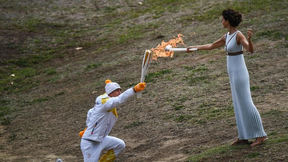 Katerina Lechou passed the Olympic flame to the first relay runner, Greek skier Apostolos Angelis, who ran with it for a short distance. 505 torchbearers will be participating and 36 welcome ceremonies will be held in 20 districts during these eight days. (Aris messinis / AFP)