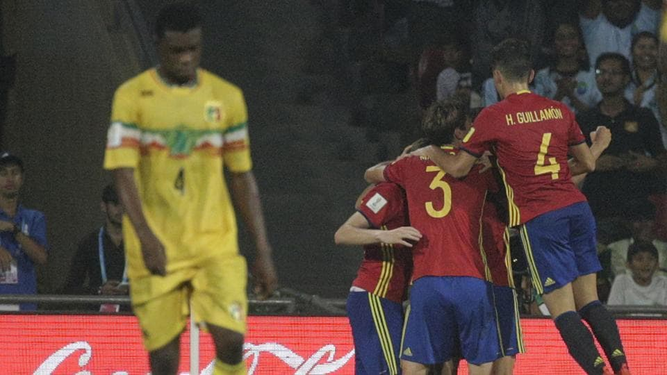 Spain players celebrate after Abel Ruiz scored the second goal against Mali during their semi-final FIFA U-17 World Cup match in Mumbai, India, Wednesday, Oct. 25, 2017. (AP Photo/Rafiq Maqbool) (AP)