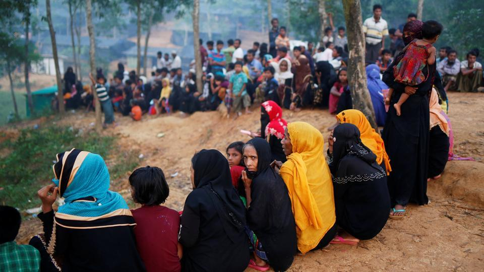 Rohingya refugees sit in a queue as they wait to receive humanitarian aid at Kutupalong refugee camp near Cox's Bazar on October 24, 2017. The UN food aid agency said that it had distributed food to 580,000 people since the crisis erupted, but that it had received less than one-third of the $77 million it needs to aid 1 million people over six months. (Adnan Abidi / REUTERS)