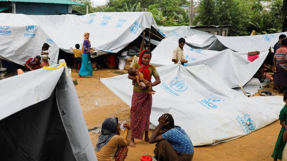 Recent Rohingya refugees construct tents provided by the UNHCR at a school in Kotupalang refugee camp near Cox's Bazar on October 21, 2017. (Zohra Bensemra / REUTERS)