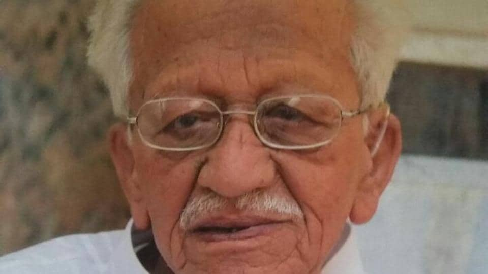 Adwani was regarded to be quite vocal in raising people-centric issues at the Pune Cantonment Board. He was the vice president and treasurer of BJP and President of Shiv Shankar Social Society.