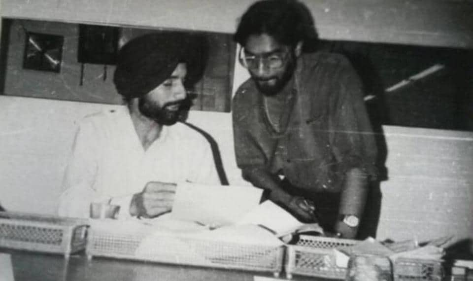 KJ with a colleague at the Indian Express office in Chandigarh in this undated photo from the 1984-86 period. (Facebook)