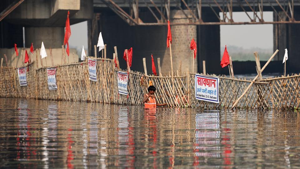 The Delhi administration and municipal corporations are working to spruce up ghats and clean areas around water bodies to ensure the festival goes off smoothly. (Raj K Raj / HT Photo)