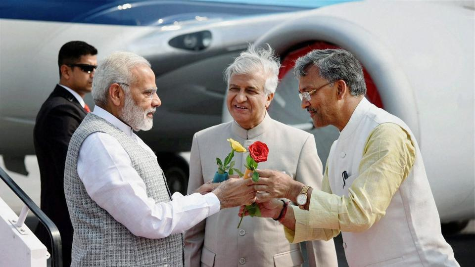 Prime Minister Narendra Modi being welcomed by the Governor of Uttarakhand, K K Paul, and the Chief Minister, Trivendra Singh Rawat, on his arrival in Dehradun on Thursday.