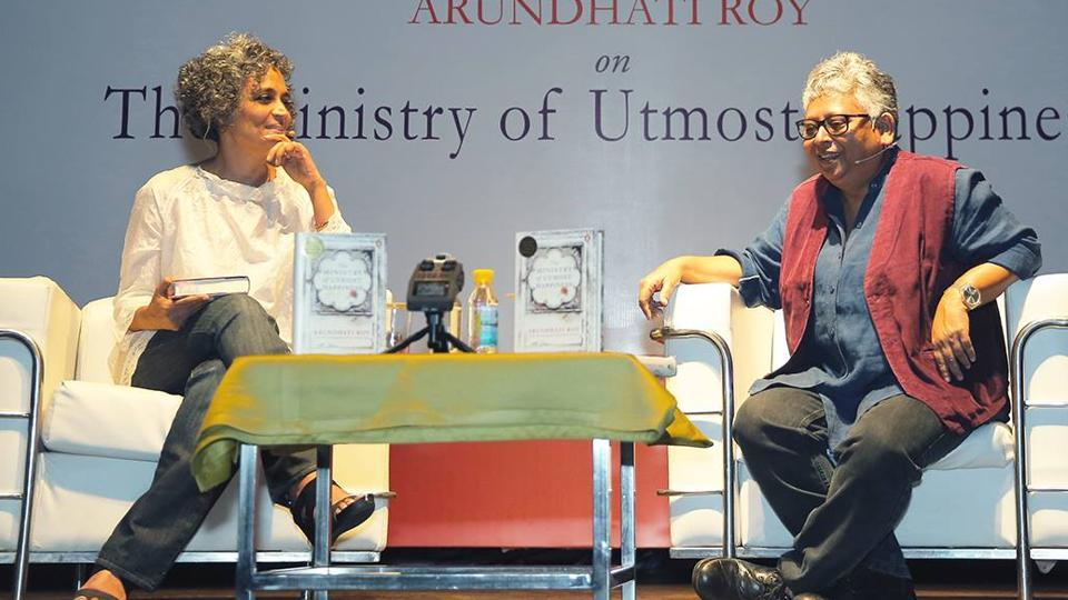 Arundhati Roy in conversation with Shohini Ghosh at Penguin Fever 2017 in Delhi.