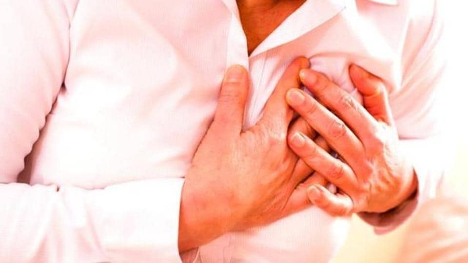 Experts say doctors need to provide intensive support to female heart attack patients.