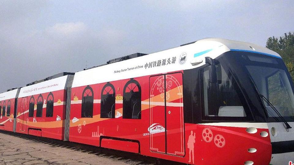 It is the world's first hybrid electric tram, with hydrogen being the main power source. The tram was put into commercial operation for the first time in Tangshan, north China's Hebei Province.