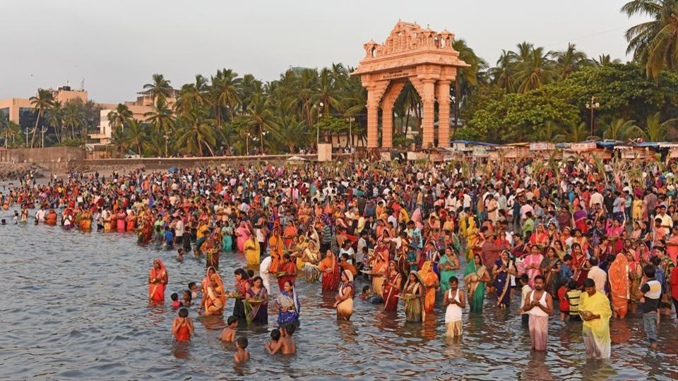Devotees are seen praying to the Sun God at Dadar Chowpatty in Mumbai.  Celebrated from the sixth day (hence called 'Chhath') after Diwali, it is celebrated to pay obeisance to the Sun as cosmic energy. The puja is observed mainly by the people from Bihar and eastern Uttar Pradesh or Poorvanchalis. (Satyabrata Tripathy/HT Photo)