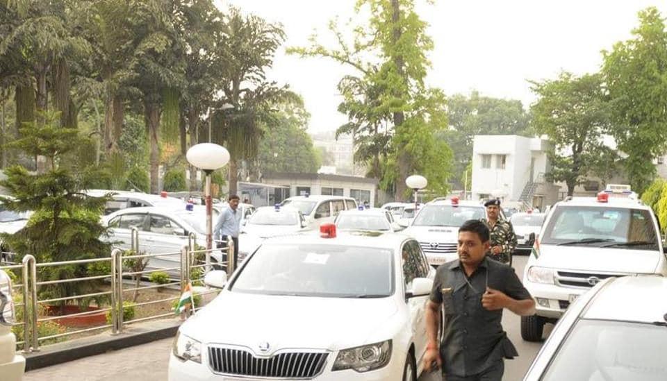 bureaucrats,Uttar Pradesh,vehicle