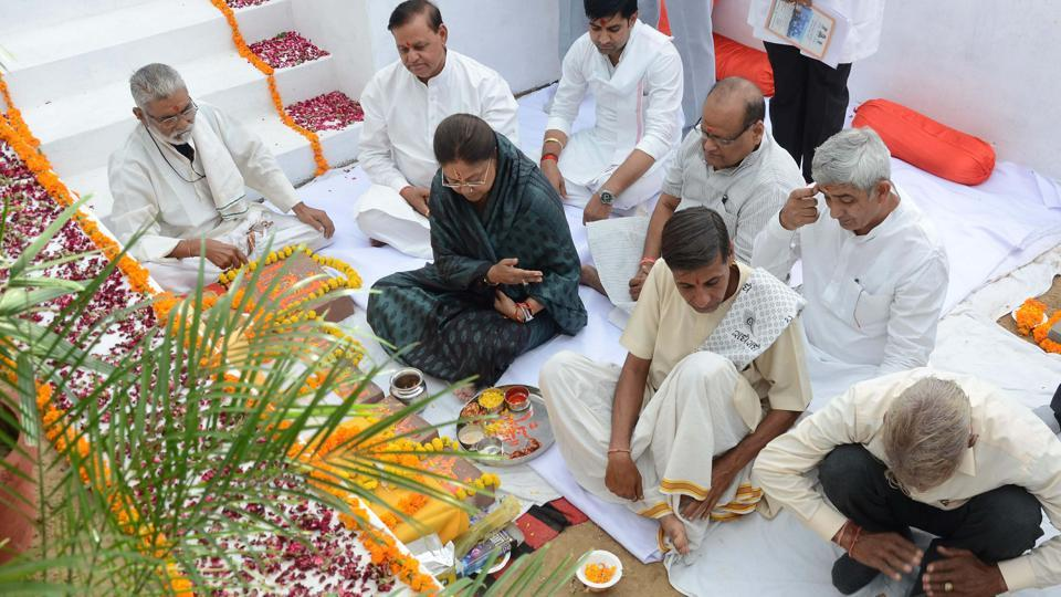 Chief minister Vasundhara Raje takes part in rituals during laying of cancer institute foundation in Jaipur on Saturday.
