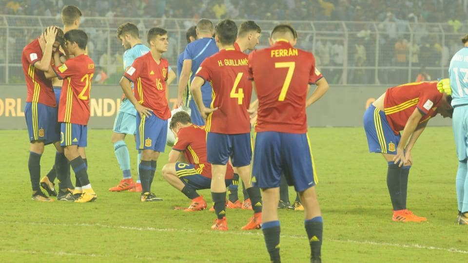 Spain players were visibly dejected after a thorough thrashing in the final. (Samir Jana/HT PHOTO)