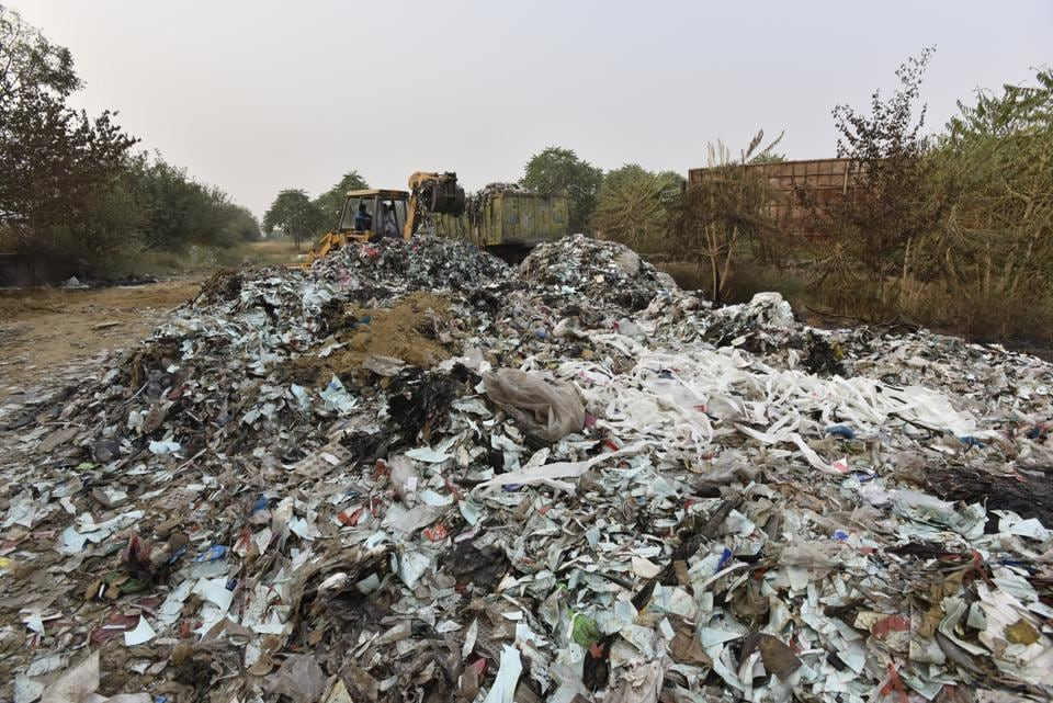 Sector 71 resdients irked with garbage burning,Dumping of garbage,Authorities take no action