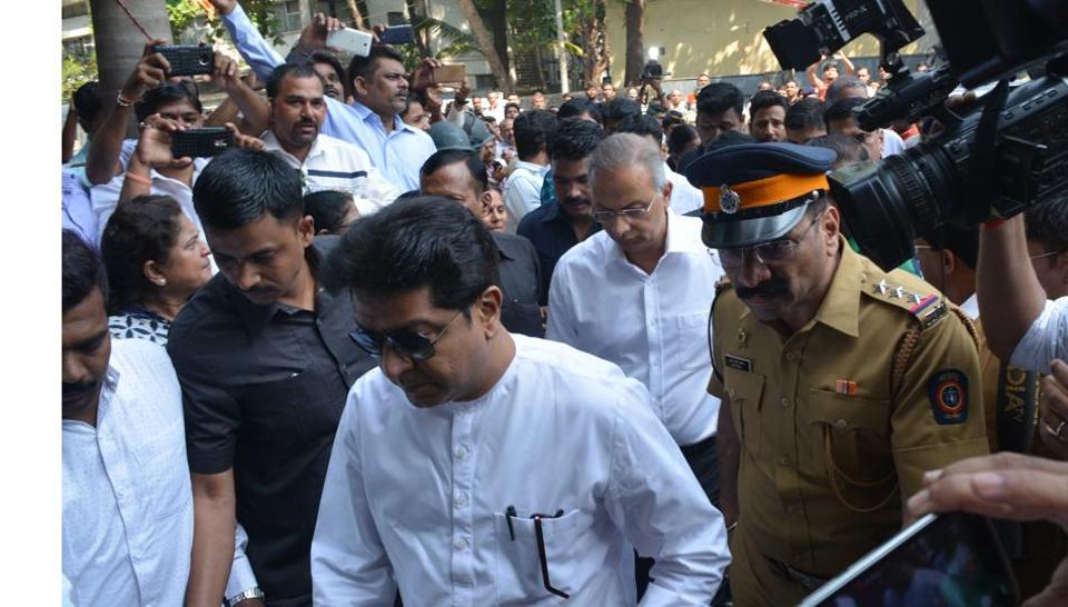 MNS chief Raj Thackeray visited party worker Sushant Malawade, who was attacked by hawkers, at Oscar Hospital on Sunday.