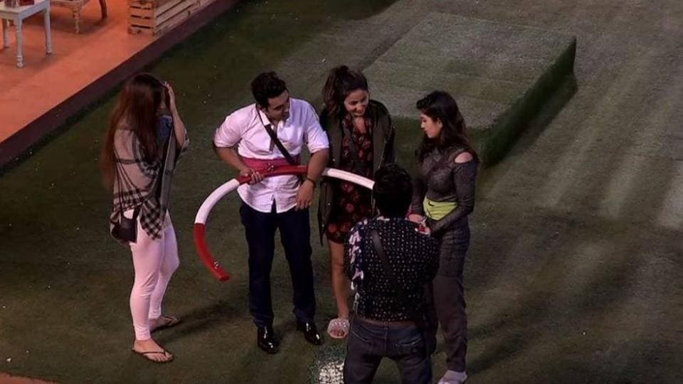 The makers of Bigg Boss 11 are worried about the declining TRPs.