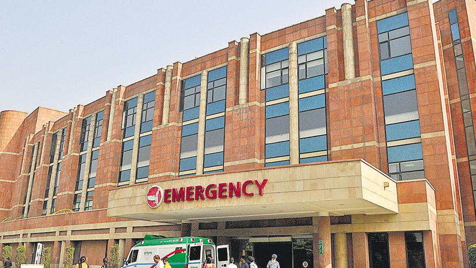 Fortis Hospital, situated in Mohali Sector 62, is a premier facility offering expertise in 40 major specialties.
