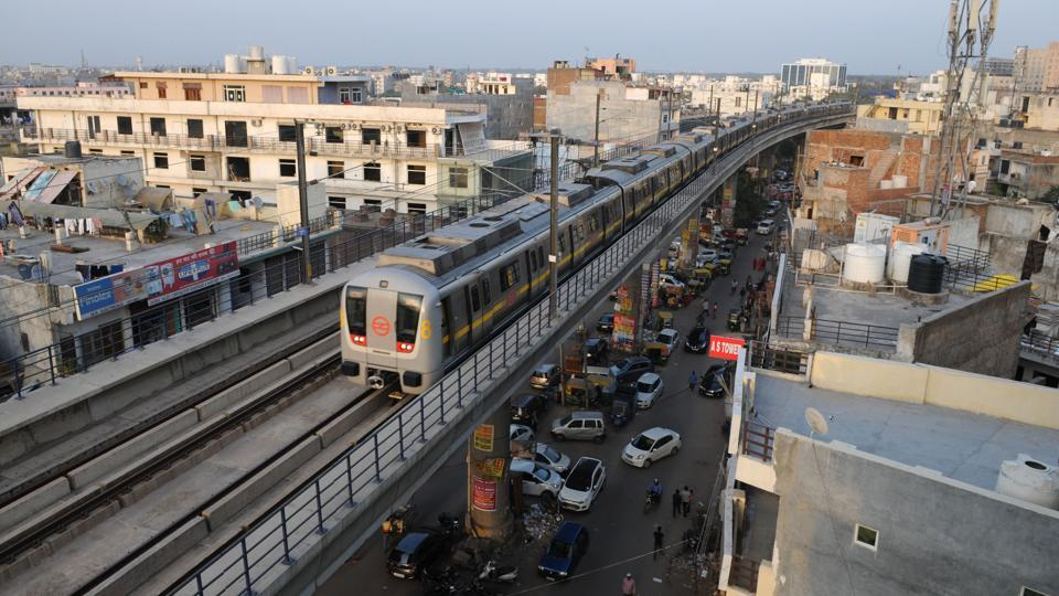Gurgaon has 11 Metro stations (including rapid metro stations) which only cover areas near the Delhi border.