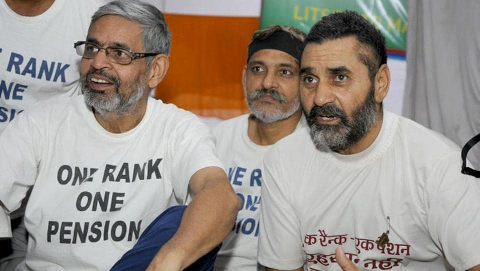 Ex-servicemen during a protest demanding One Rank One Pension scheme (OROP) at Jantar Mantar in New Delhi. (Sonu Mehta / HT File Photo)