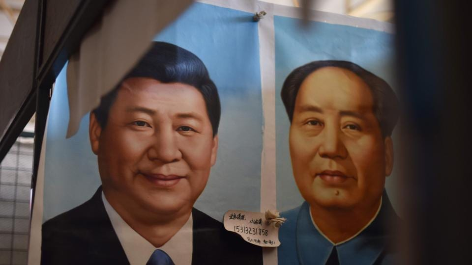 Painted portraits of Chinese President Xi Jinping (L) and late communist leader Mao Zedong, Beijing, China (File Photo)