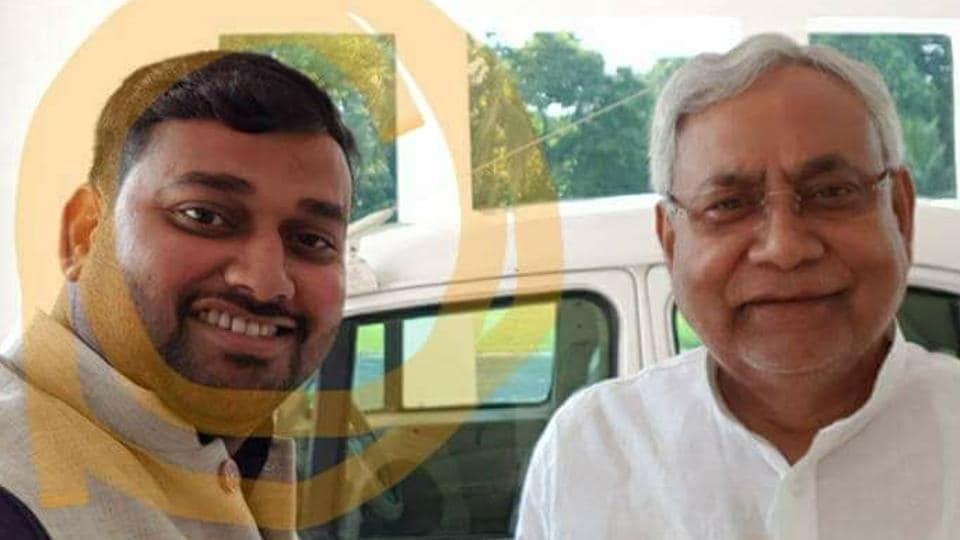 selfie,selfie with Nitish,hooch tragedy