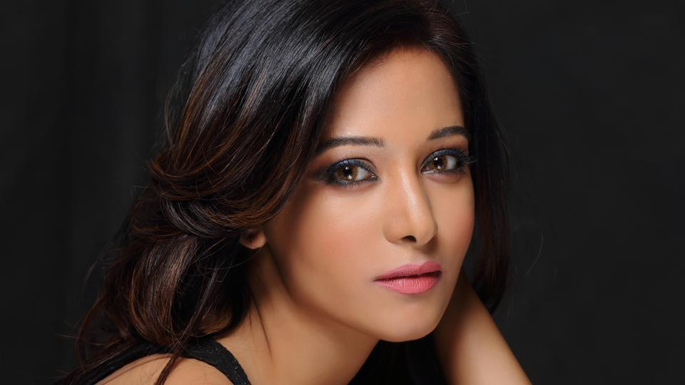 Preetika Rao features with singer Shaan in a music video titled Surilee