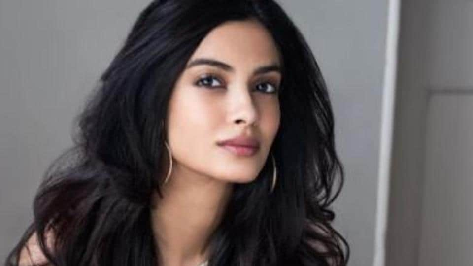 Actor Diana Penty says sharing her birthday with someone like Shah Rukh Khan inspires and motivates her to do well.
