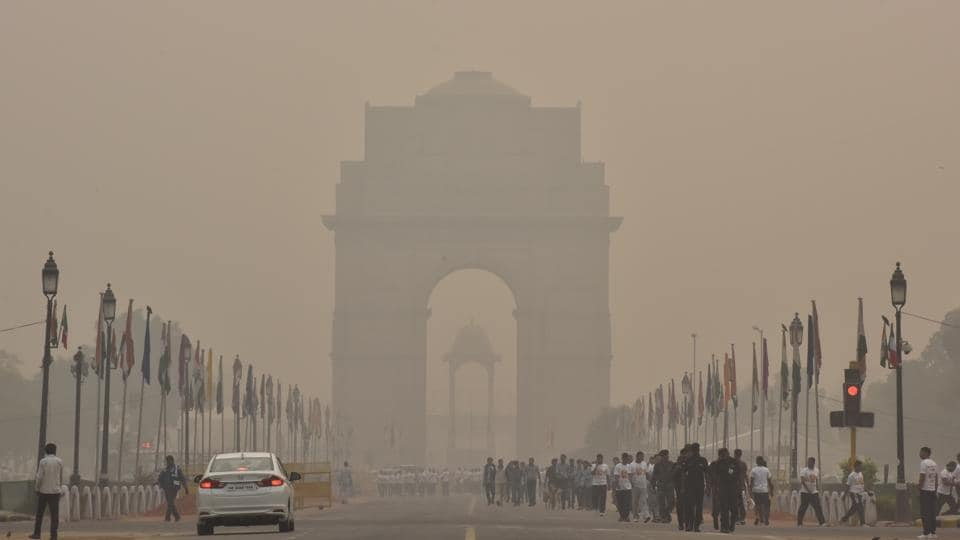 Thick smog envelops the area near India Gate in New Delhi on October 31.