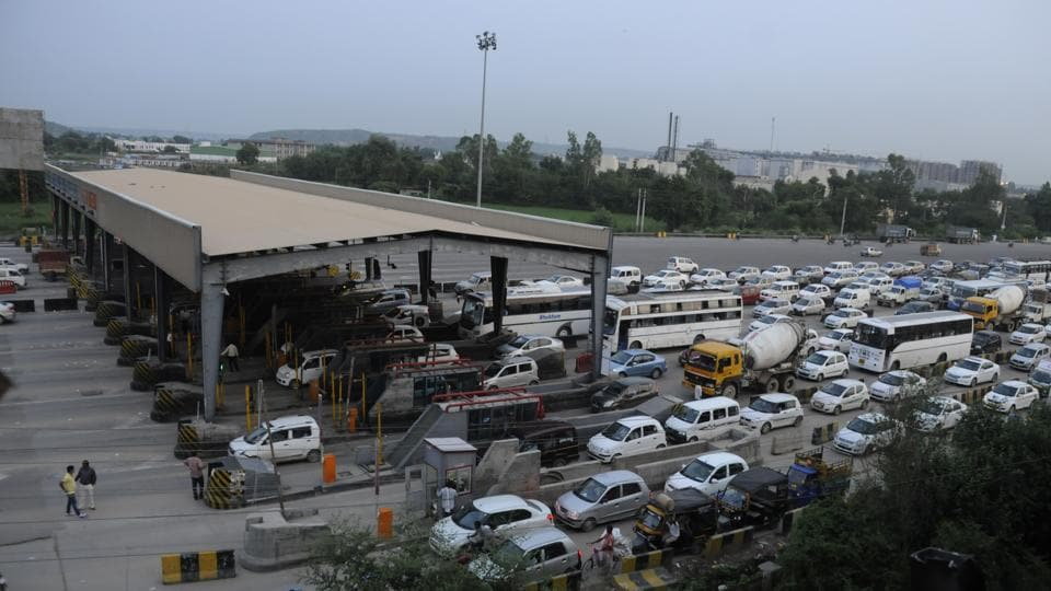 The 23-lane Kherki Daula toll plaza has become a major bottleneck on the 27.7km Delhi-Gurgaon Expressway, leading to demands from industrialists to shift it.