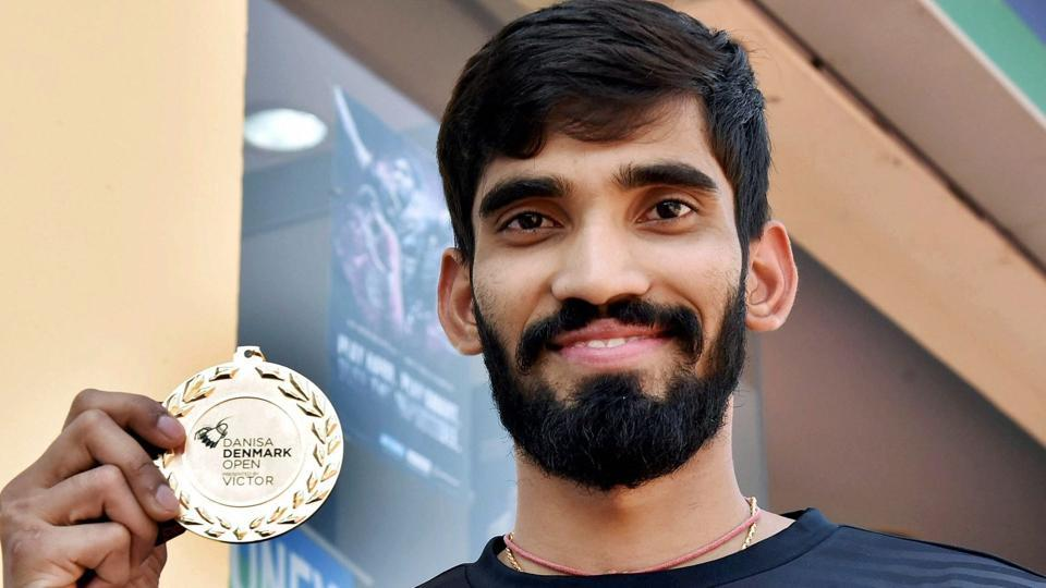 Kidambi Srikanth shows his medal that was presented to him after he won Denmark Open Premier Super Series title.