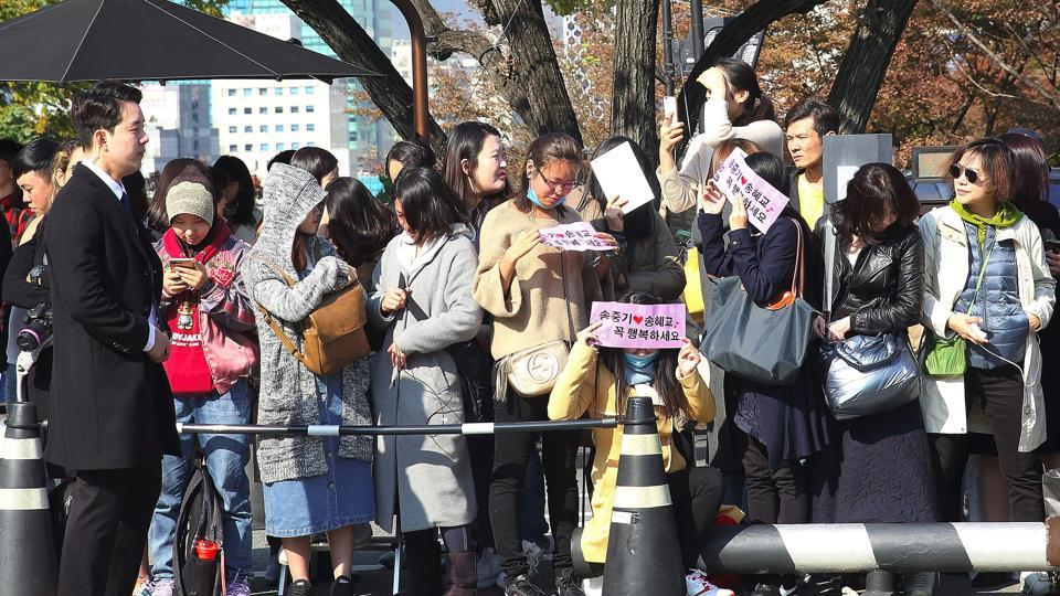 Fans gather outside the venue of South Korean actress Song Hye-Kyo and actor Song Joong-Ki's wedding at a hotel in Seoul on October 31.