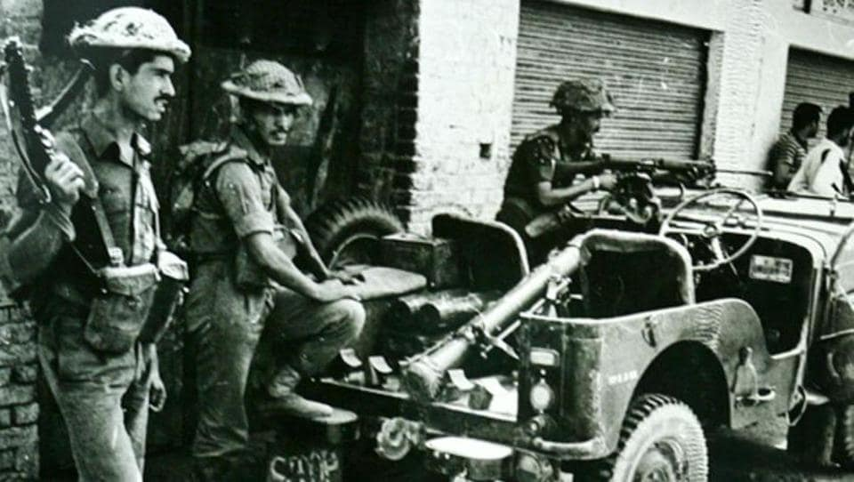 Soldiers take positions outside the Golden Temple in Amritsar in 1984.