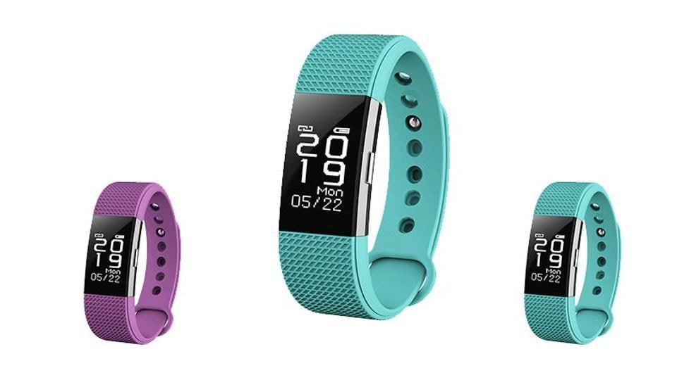 Bingo F2 Fitness Band comes with a square shape touch screen.