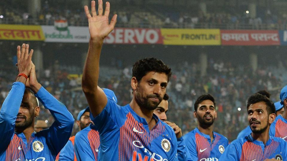 Ashish Nehra waves to the crowd at the Feroz Shah Kotla ground after India beat New Zealand by 53 runs in the 1st T20I on Wednesday.
