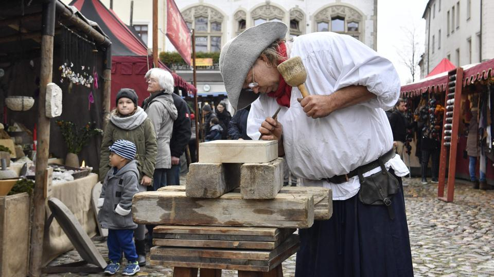 A wood cutter engraves wood in the main square in Wittenberg on the 500th anniversary of the Reformation. The Vatican and Lutheran World Federation in their joint statement committed to 'overcome remaining differences between us', adding that it was 'clear that what we have in common is far more than that which still divides us'. (John Macdougall / AFP)