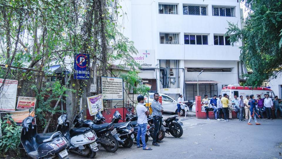 The action came following a written complaint filed against the nuisance of vehicles parking in the 'No Parking' area of the narrow Prabhat road lane no 1 to 4.