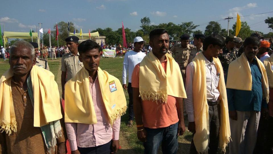 Maoists,Maoists surrender,Maoists shun violence
