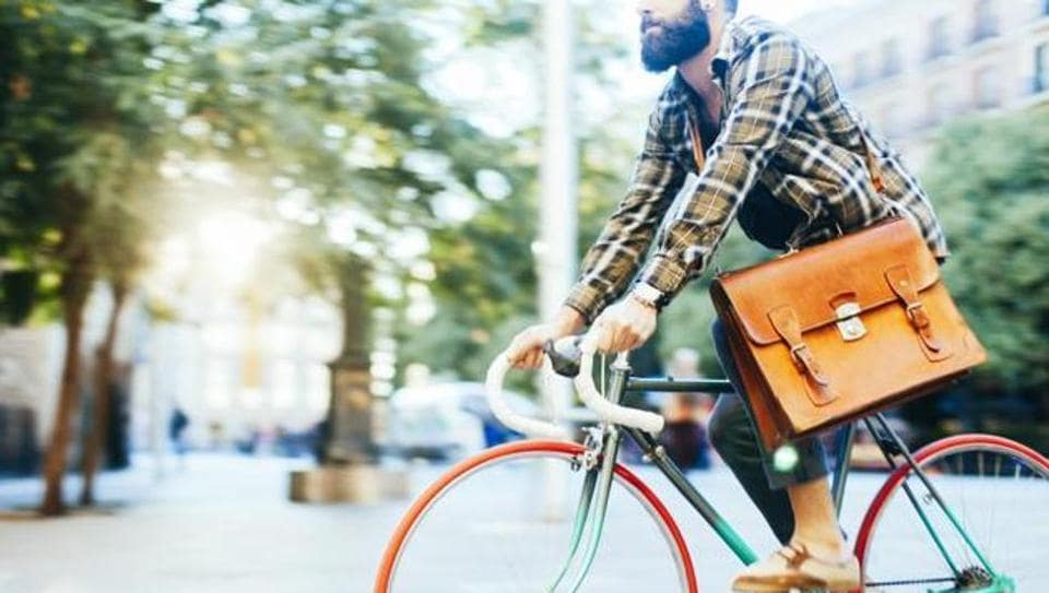 Commuting using a bike is a good alternative to gym exercise in the fight against obesity.