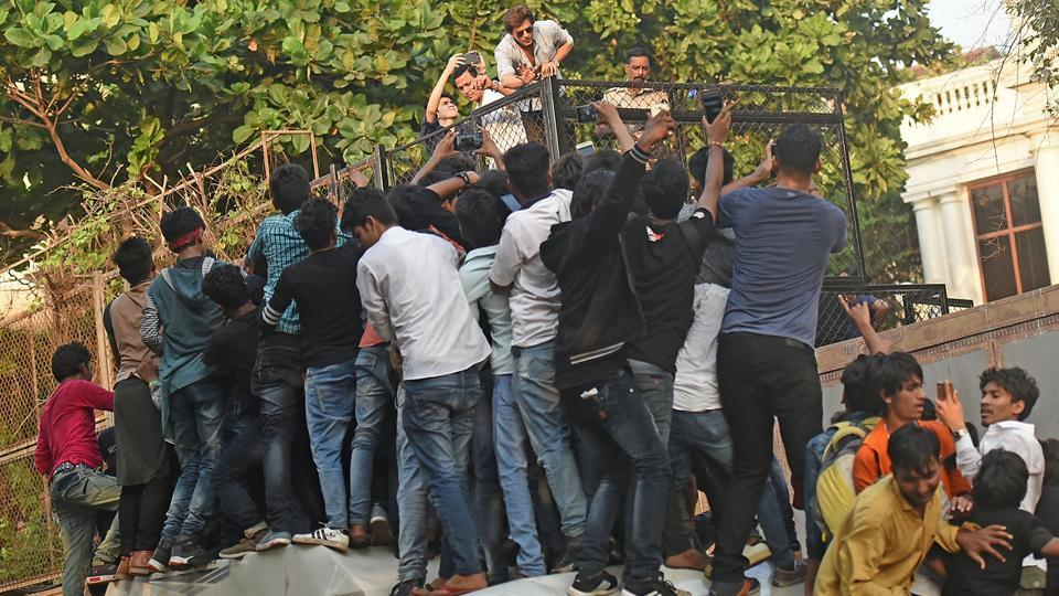 Shah Rukh Khan's fans climb up cars in a bid to shake the star's hand on his 52nd birthday. (Satyabrata Tripathy/HT Photo)