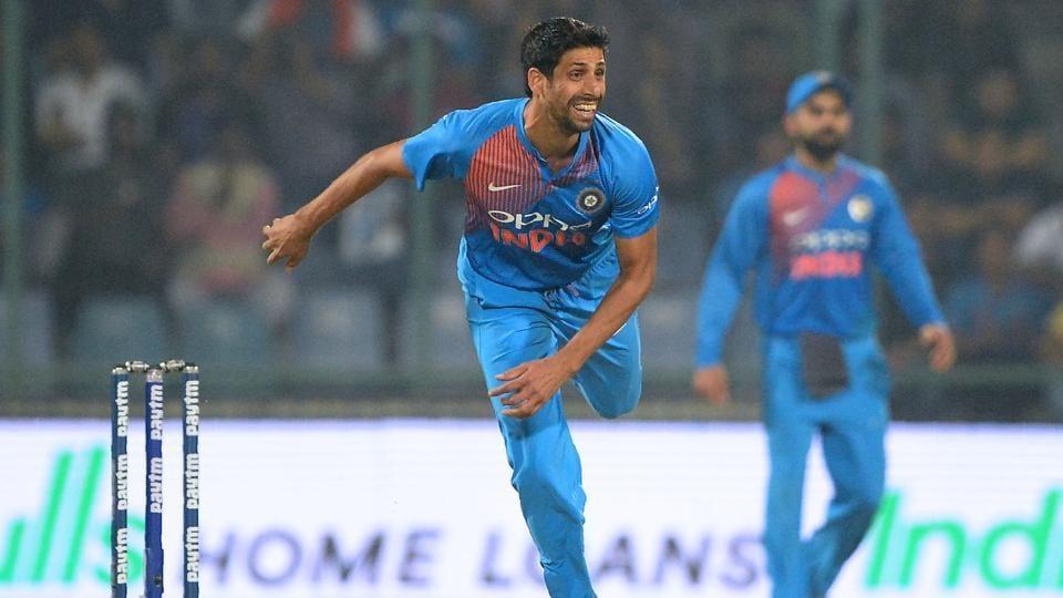 Ashish Nehra,India vs New Zealand,Bhuvneshwar Kumar