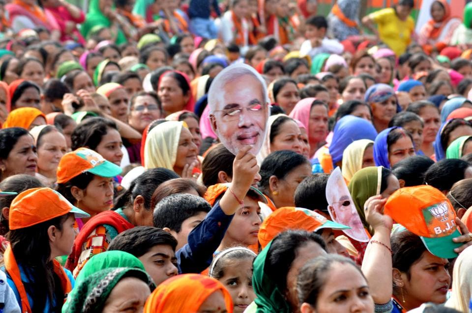 BJP supporters at the election rally addressed by Prime Minister Narendra Modi at Rehan in Fatepur assembly segment of Kangra district on November 2. (SHYAM SHARMA/ht)